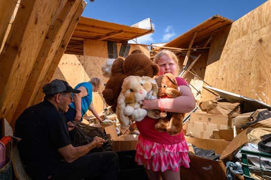 Tornado kills three people in Missouri