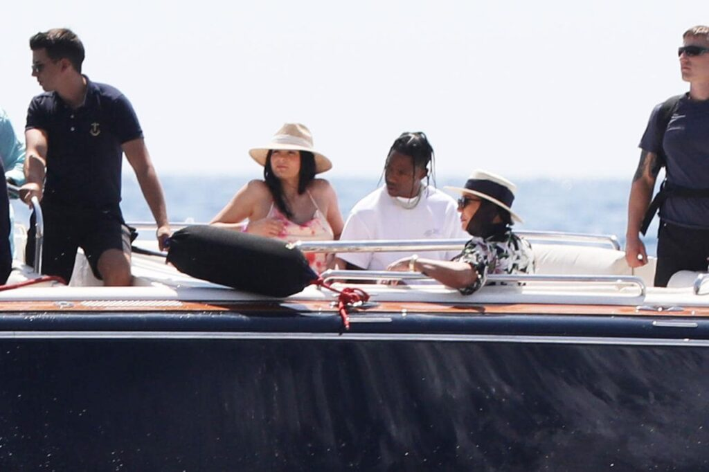 Chartering a yacht by Kylie Jenner costs her $1.2 million a week
