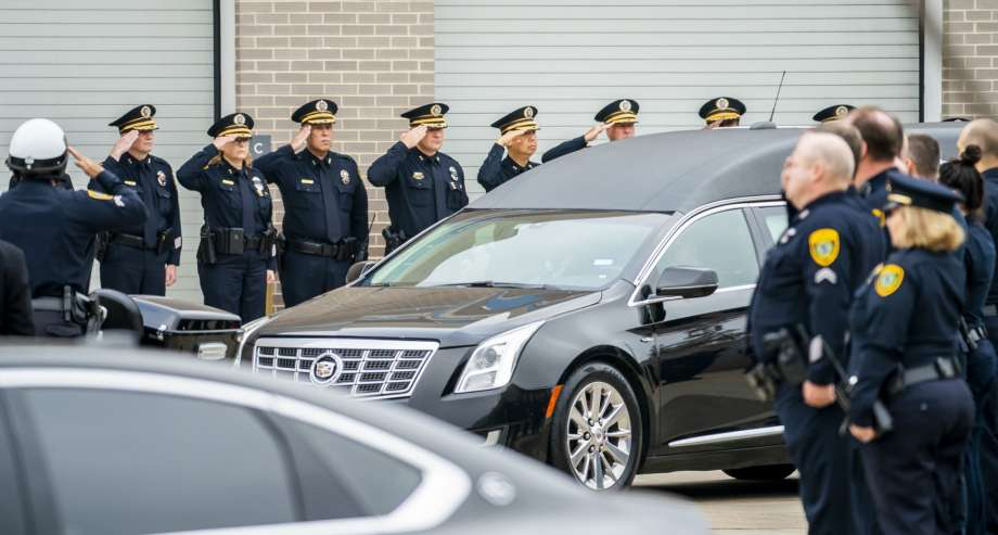 Slain Houston police officer Brewster to be laid to rest Thursday