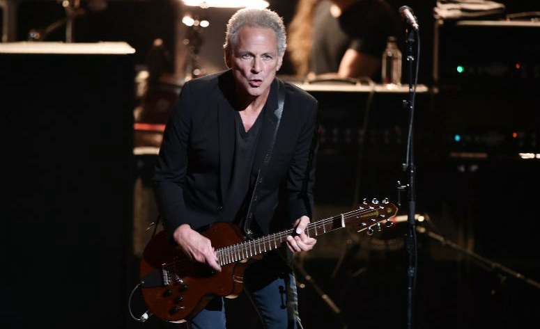 Lindsey Buckingham and his wife will not live together anymore