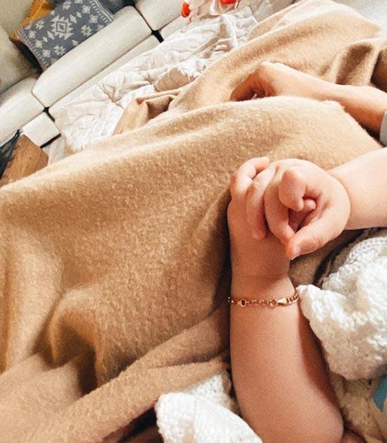 Khai Hadid Malik Face Photo; Bella Hadid Sets Aunt Goals